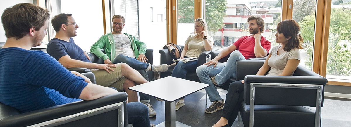 Gruppe Studierende in LSG-Pausenraum