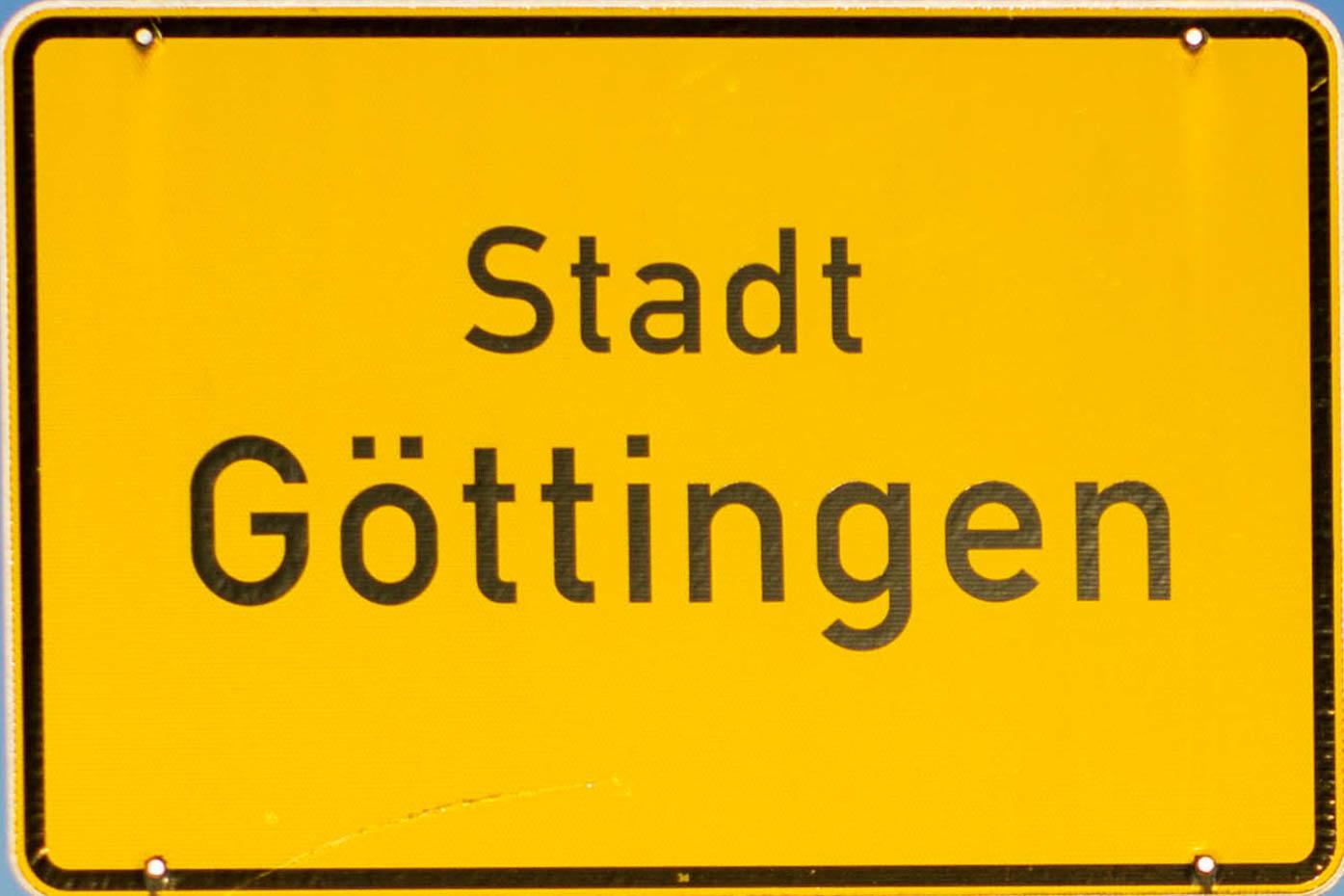 Ortschild mit der Aufschrift Stadt Göttingen