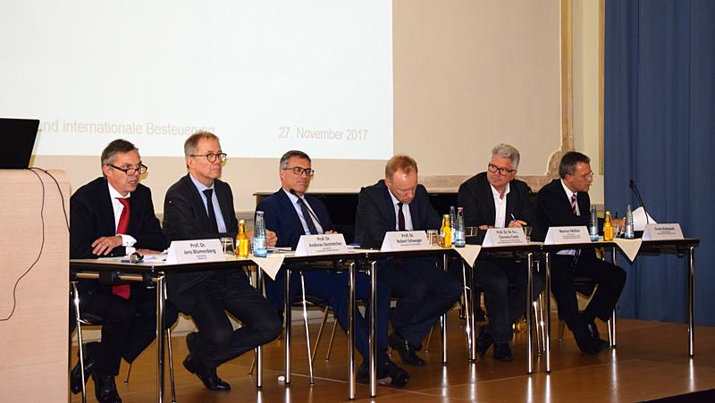Podiumsdiskussion über Steuern und Besteuerung im Zeitalter der Digitalisierung