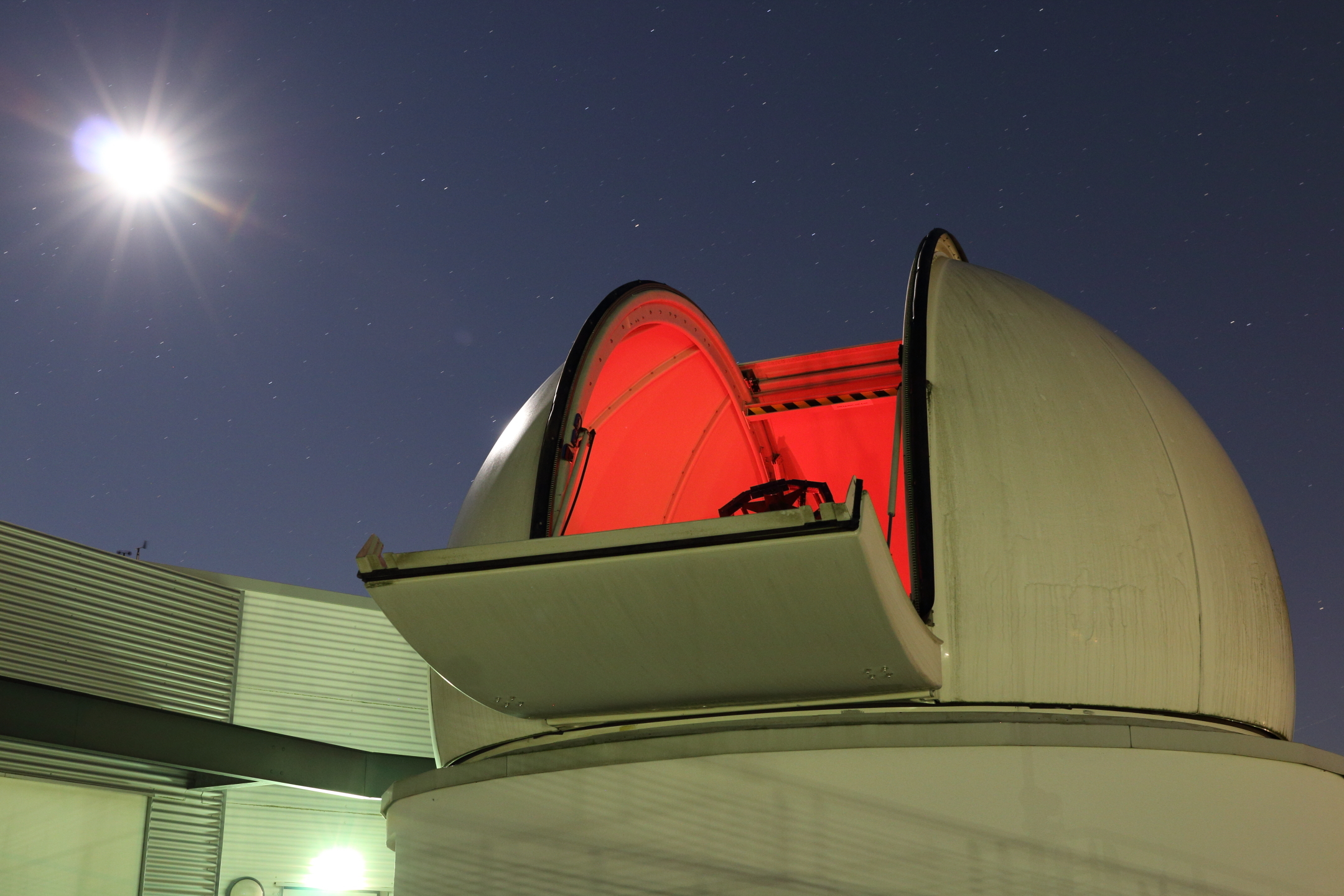 Telescope dome Institute for Astrophysics at night