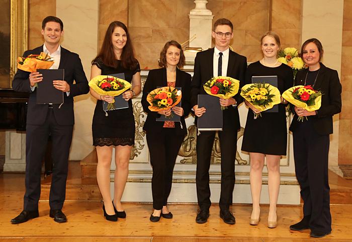 Preisträger des Florenz-Sartorius-Preises Oktober 2017 auf der Bühne in der Aula am Wilhelmsplatz