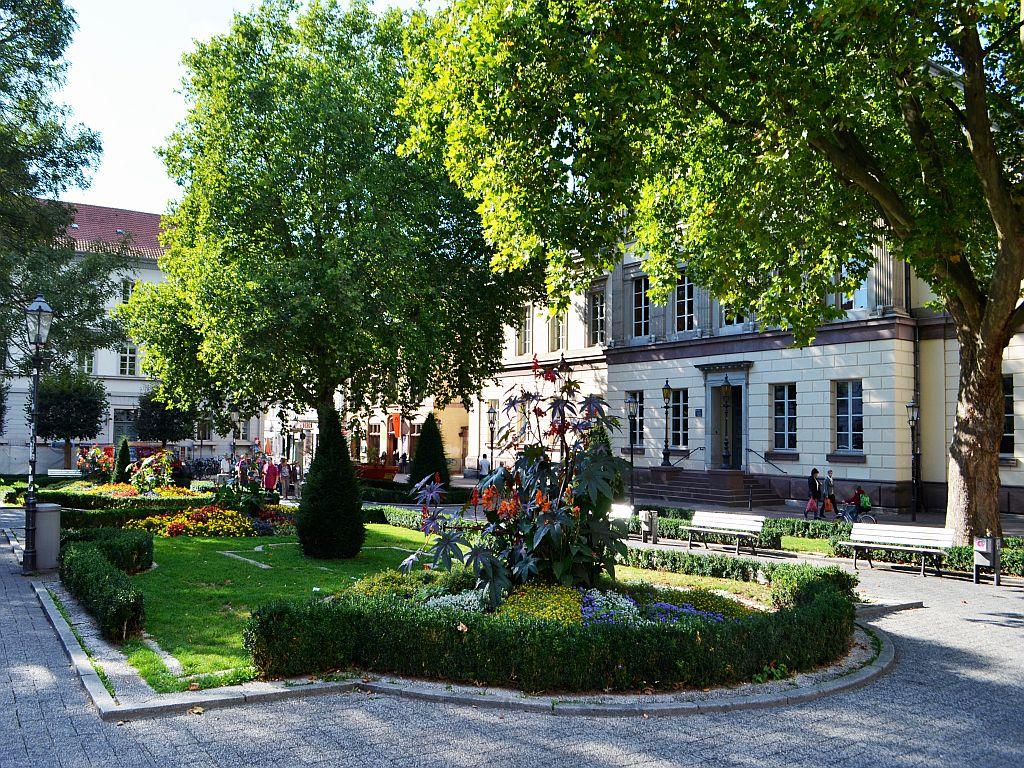 Wilhelmsplatz im Sommer