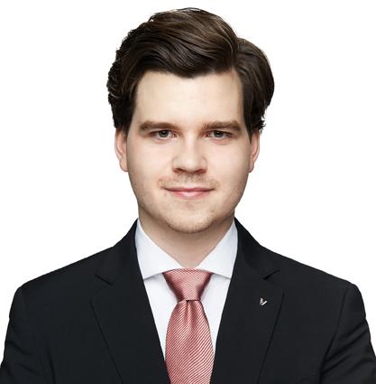Porträtfoto von Alexander Ziehe. Er trägt ein dunkles Jacket und ein weißes Hemd mit roter Krawatte.