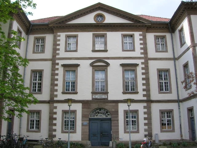 Accouchierhaus Front